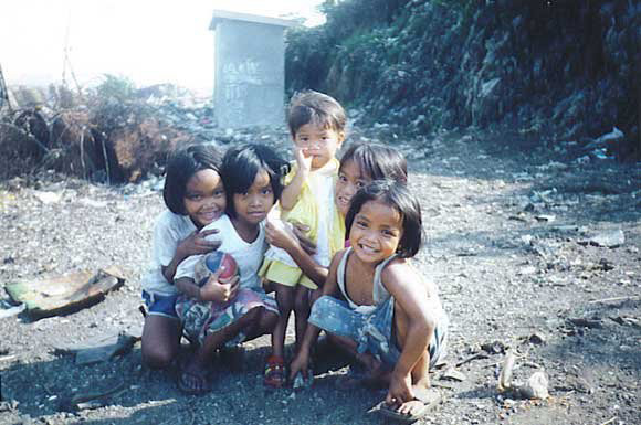 Children in Smokey Mountain early 1990's